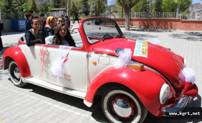TEOG Sınavından Çıkan Kızını Kiraladığı Vosvosla Şehir Turu Attırdı