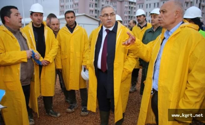 TOKİ Başkanı Turan Ve Başkan Çalışkan Konutları İnceledi