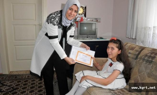 Evde Eğitim Gören Öğrencilere Karneleri Verildi