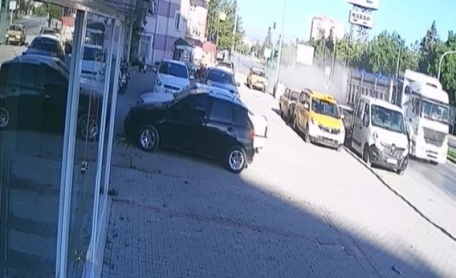 Karaman'da Çekici Otomobile Çarptı: 1 Yaralı