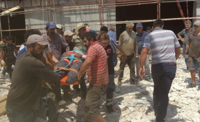 Karaman'da Spor Salonu İnşaatından Düşen İşçi Yaralandı