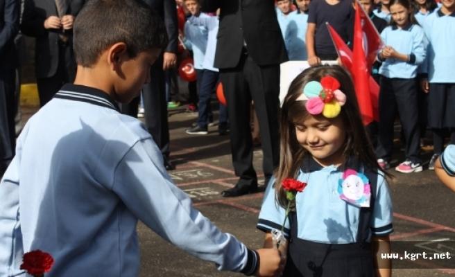 48 Bin 395 Öğrenci Ve 3 Bin 557 Öğretmen İçin Yeni Eğitim Yılı Pazartesi Başlıyor
