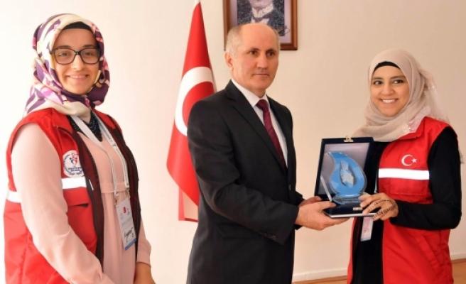 """""""Damla Projesi"""" Gönüllülerinden Vali Meral'e Ziyaret"""