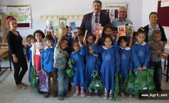 Sarıveliler'de MHP İlçe Teşkilatından Öğrencilere Kırtasiye Ve Giysi Yardımı