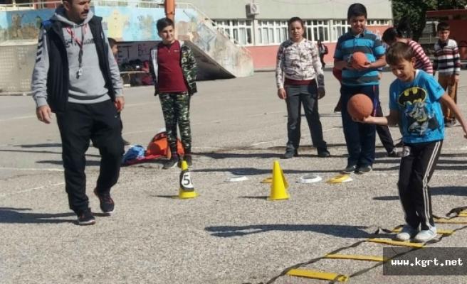 Anafartalar Ortaokulu'nda Hentbol Çalışmaları Başladı
