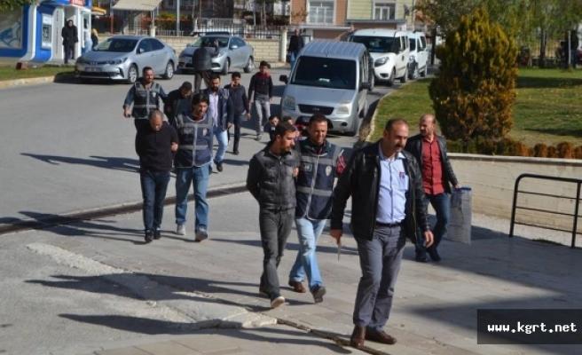 Evlerden Yaklaşık 450 Bin Lira Para Ve Ziynet Eşyası Çalan 3 Kişi Tutuklandı