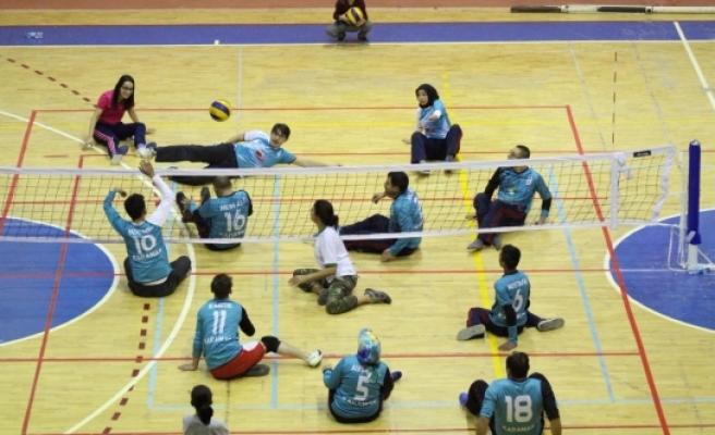 Karaman'da 'İsmet Varol' Oturarak Voleybol Turnuvası Sona Erdi
