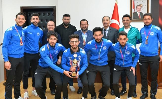 Üniversitelerarası Futbol 1. Lig Şampiyonasından Üçüncülükle Döndüler
