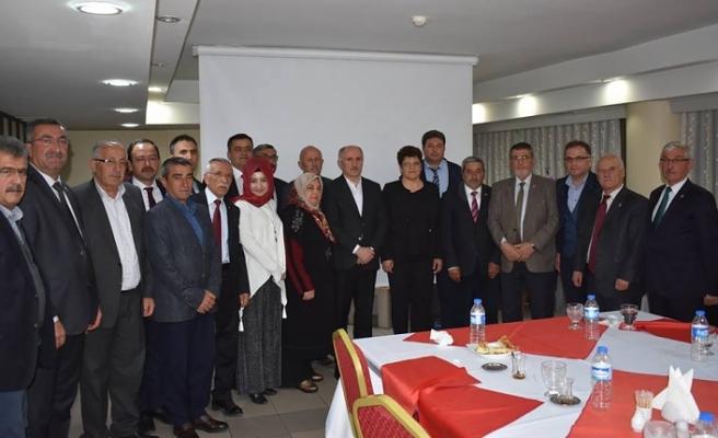 Vali Meral'den Görev Süresi Dolan İl Genel Meclisi Üyelerine Veda Yemeği