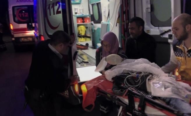Babası Tarafından Bıçaklanan Genç Ağır Yaralandı