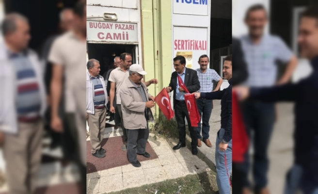 Çavaş,Barış Pınarı Harekatına Destek İçin Türk Bayrağı Dağıttı