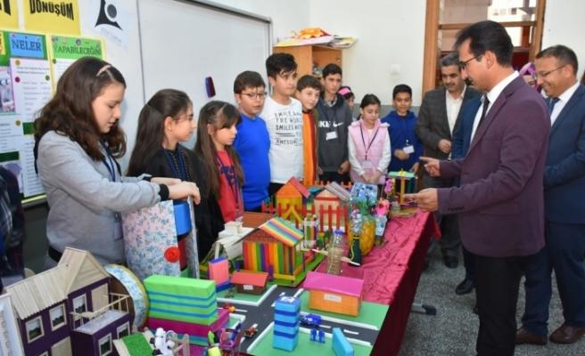 Öğrenciler Bilim Fuarları İle Projelerini Sergilediler