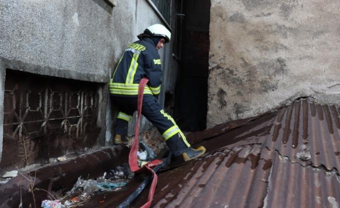 İki Apartman Arasında Çıkan Yangın Büyümeden Söndürüldü