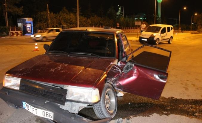 Karaman'da Otomobil İle Hafif Ticari Araç Çarpıştı: 2 Yaralı