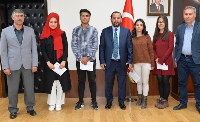 Ses Yarışması Finalistleri Rektör Akgül'ü Ziyaret Etti