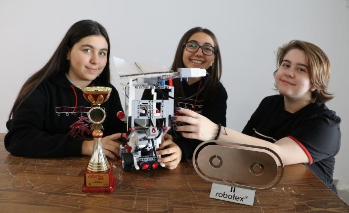 Yaşları 14,Yaptıkları Robotla Dünya İkincisi Oldular